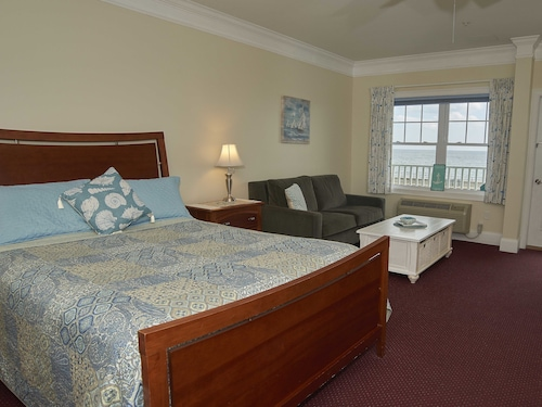 Atlantic Breeze Suites