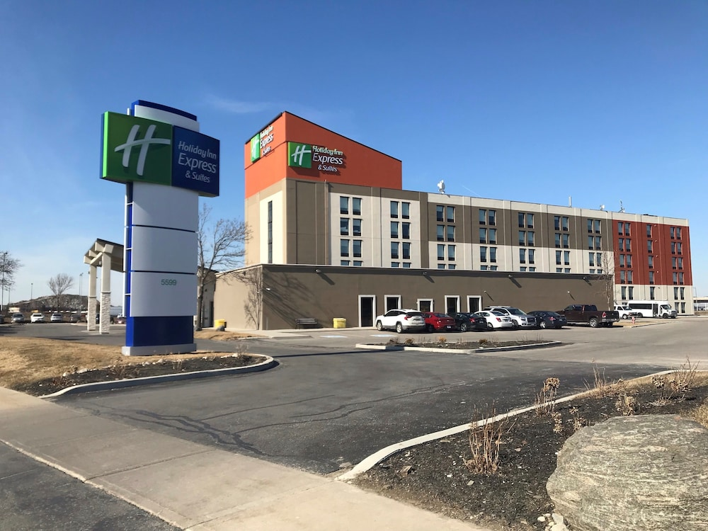 Exterior, Holiday Inn Express & Suites Toronto Airport West