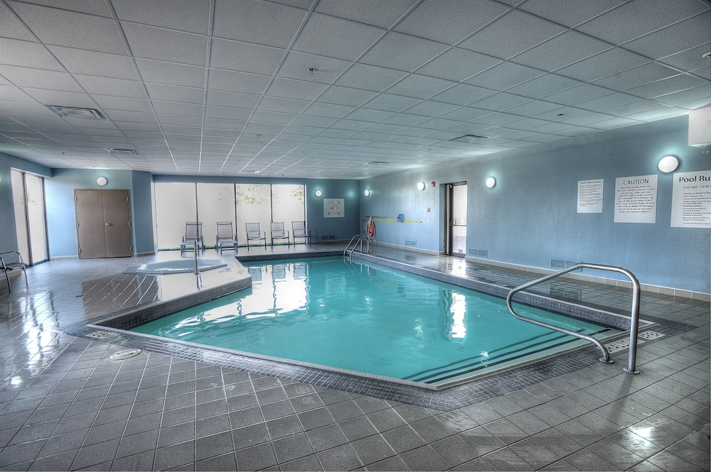 Pool, Holiday Inn Express & Suites Toronto Airport West