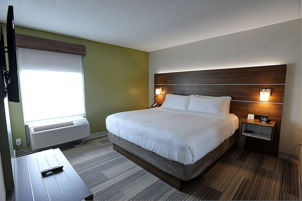 Room, Holiday Inn Express & Suites Toronto Airport West