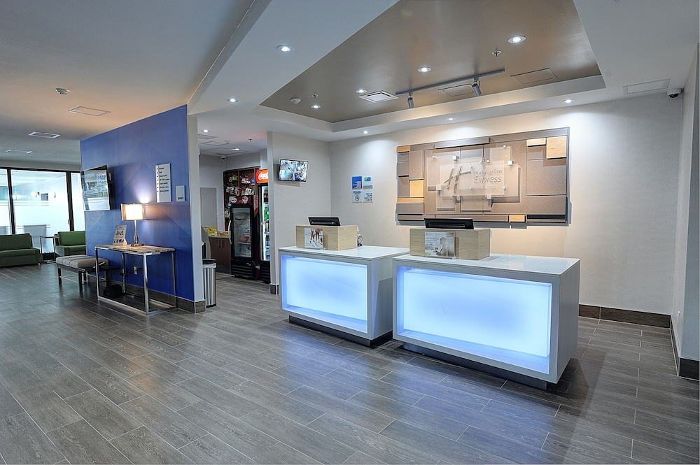 Lobby, Holiday Inn Express & Suites Toronto Airport West