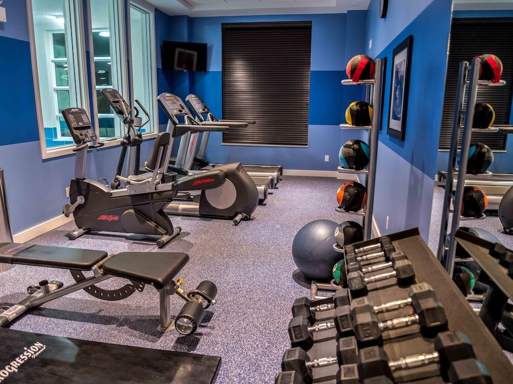 Fitness Facility, Holiday Inn Express & Suites Toronto Airport West