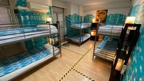 Mørklægningsgardiner, gratis Wi-Fi, sengetøj