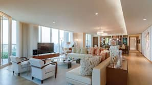 客房内保险箱、特色家居、办公桌、笔记本电脑工作区