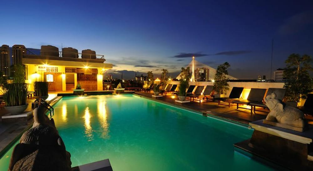 Rooftop Pool, Rambuttri Village Inn & Plaza