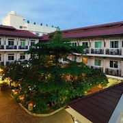Rambuttri Village Inn & Plaza