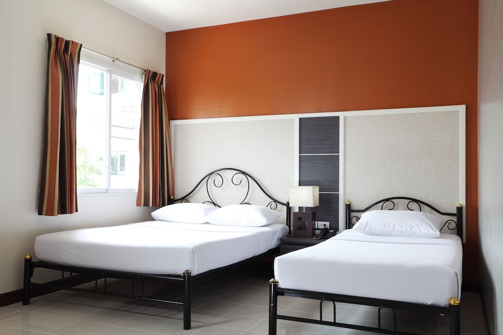 Room, Rambuttri Village Inn & Plaza