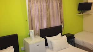 1 bedroom, in-room safe, iron/ironing board