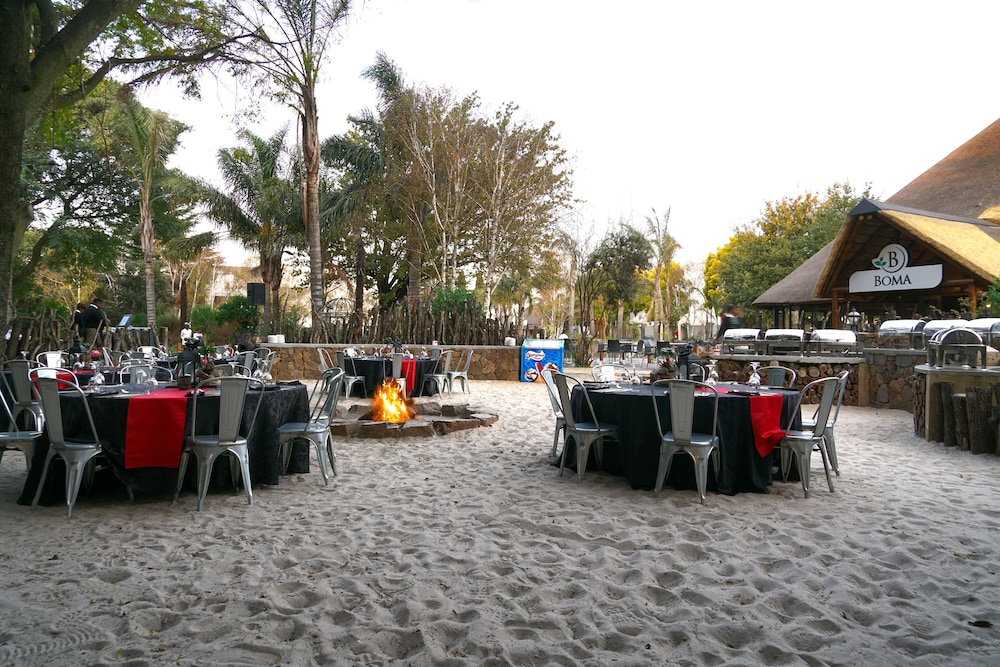 Outdoor Dining, Birchwood Hotel and OR Tambo Conference Centre
