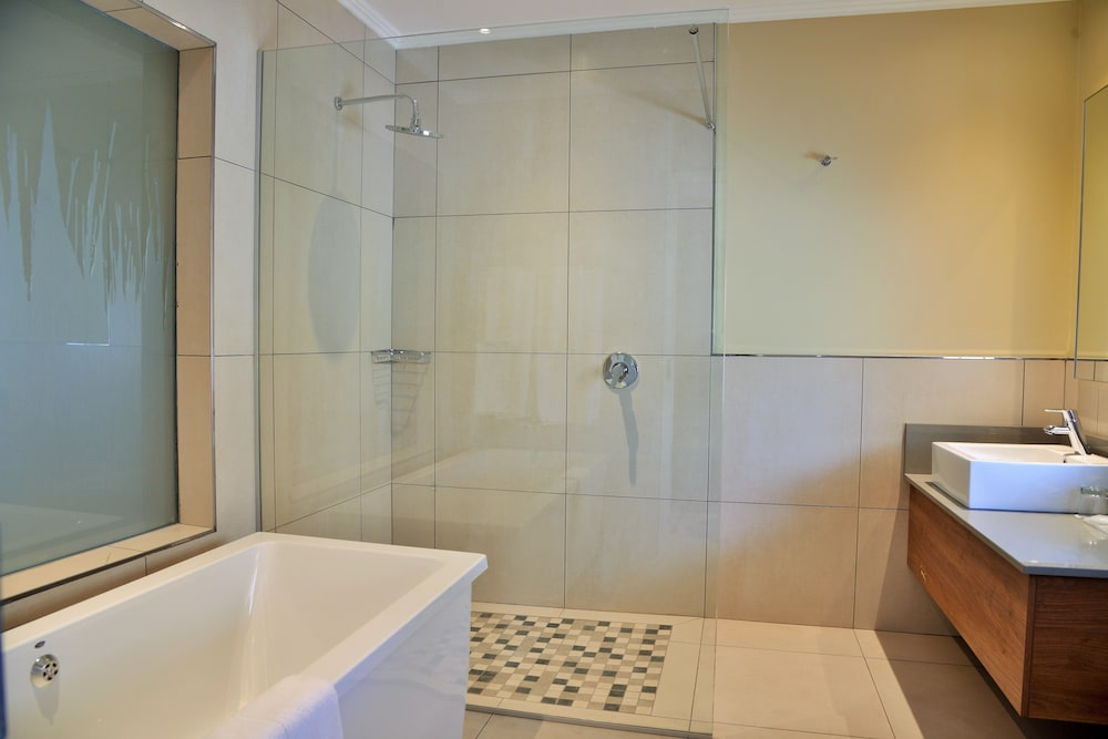 Bathroom, Birchwood Hotel and OR Tambo Conference Centre