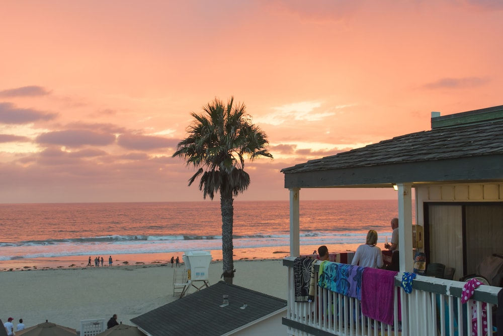 Awe Inspiring The Beach Cottages In San Diego Ca Expedia Download Free Architecture Designs Itiscsunscenecom