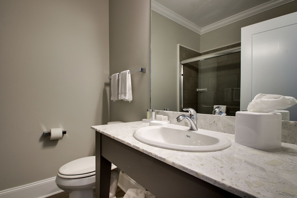 Bathroom, Islander Hotel & Resort