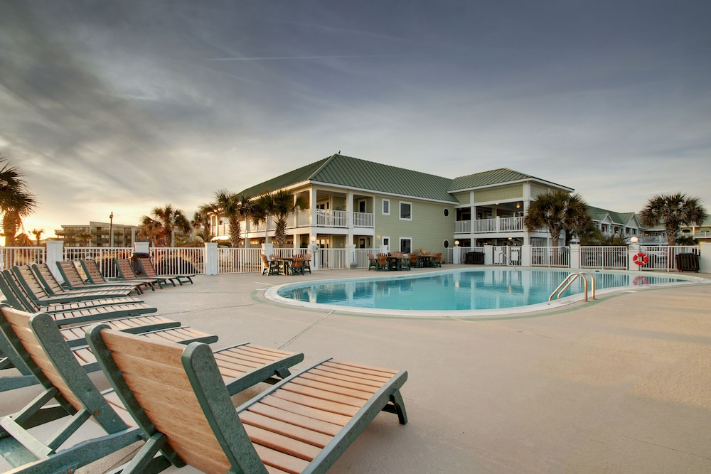 Outdoor Pool, Islander Hotel & Resort