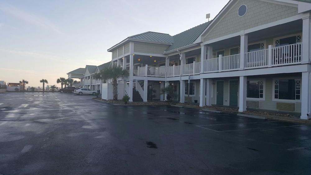 book islander hotel resort emerald isle usa morehead. Black Bedroom Furniture Sets. Home Design Ideas