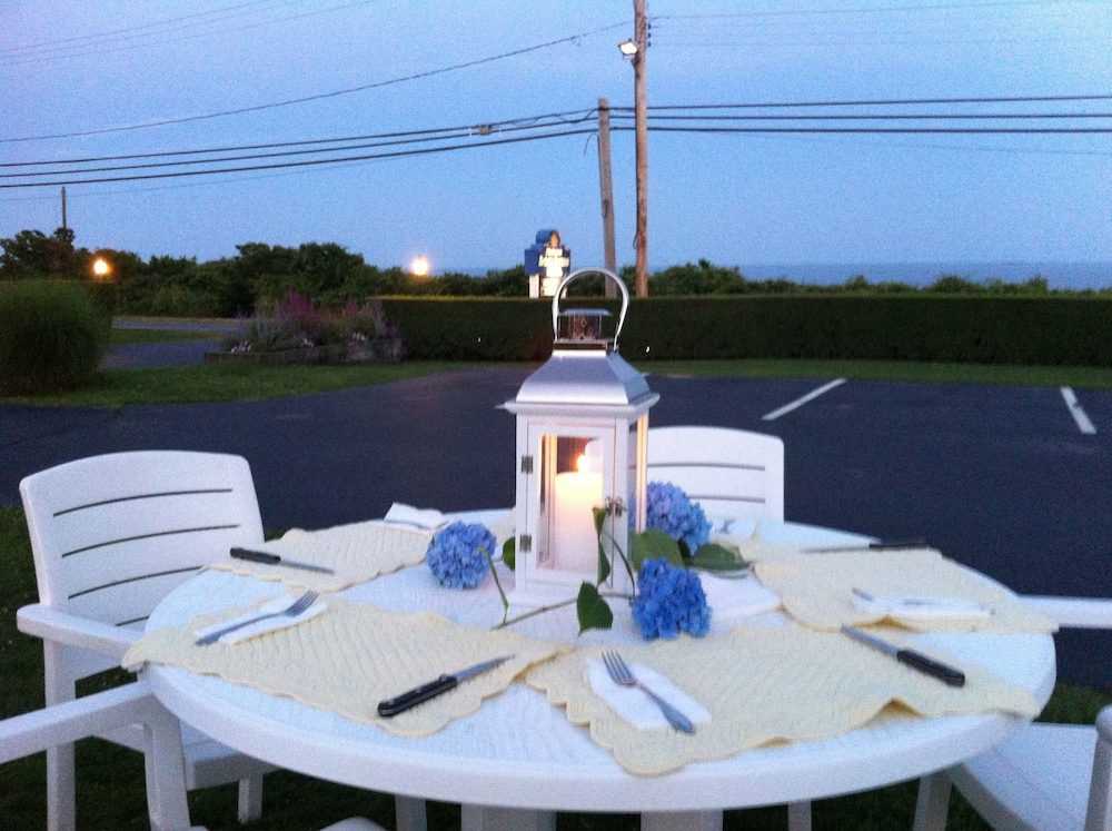Outdoor Dining, Hartmans' Briney Breezes Beach Resort