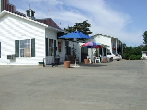 Front of Property, The Skyline Motel