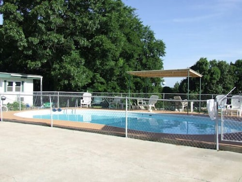 Outdoor Pool, The Skyline Motel