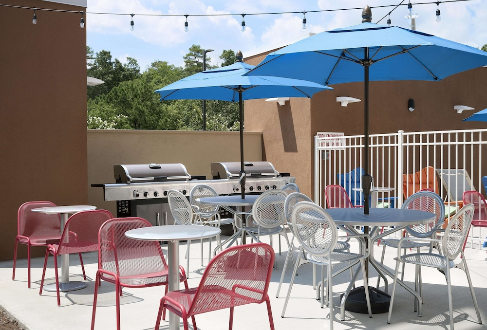 Terrace/Patio, Home2 Suites by Hilton Greenville Airport