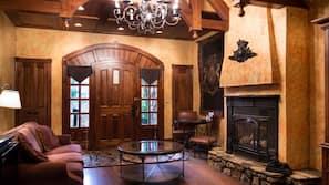 迷你吧、保險箱、設計每間自成一格、家具佈置各有特色