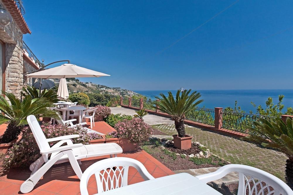 Le Terrazze Appartamenti Vacanze: 2018 Room Prices, Deals & Reviews ...