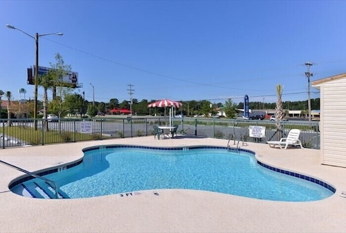 Outdoor Pool, Road Side Inn