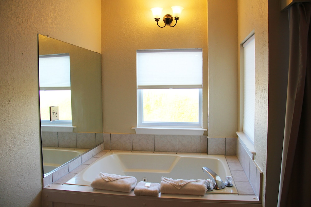 Jetted Tub, Surf Side Hotel