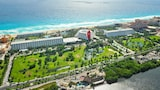 The Pyramid at Grand Oasis - All Inclusive - Cancun Hotels