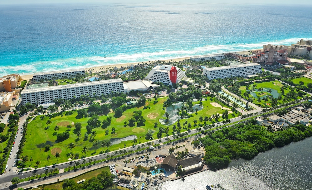 Grand Oasis Cancun >> The Pyramid At Grand Oasis In Cancun Hotel Rates Reviews On Orbitz