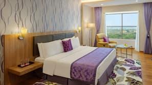 1 bedroom, Egyptian cotton sheets, premium bedding, down comforters