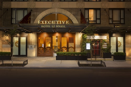 top 10 hotels closest to madison square garden new york. Black Bedroom Furniture Sets. Home Design Ideas
