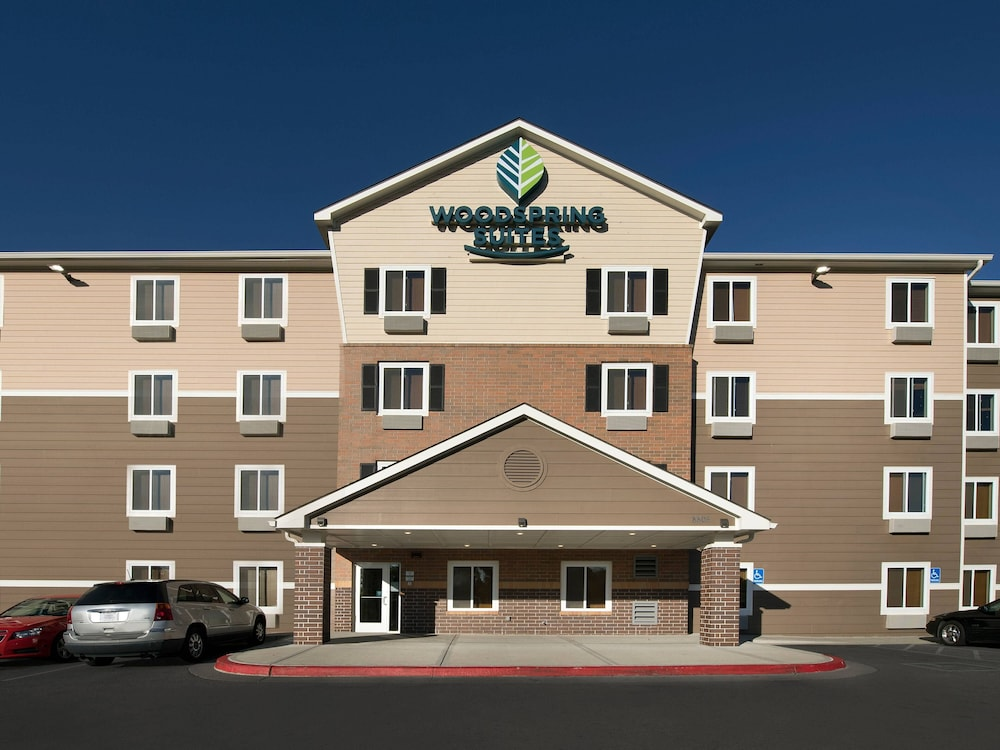 Front of Property, WoodSpring Suites Kansas City Stadium