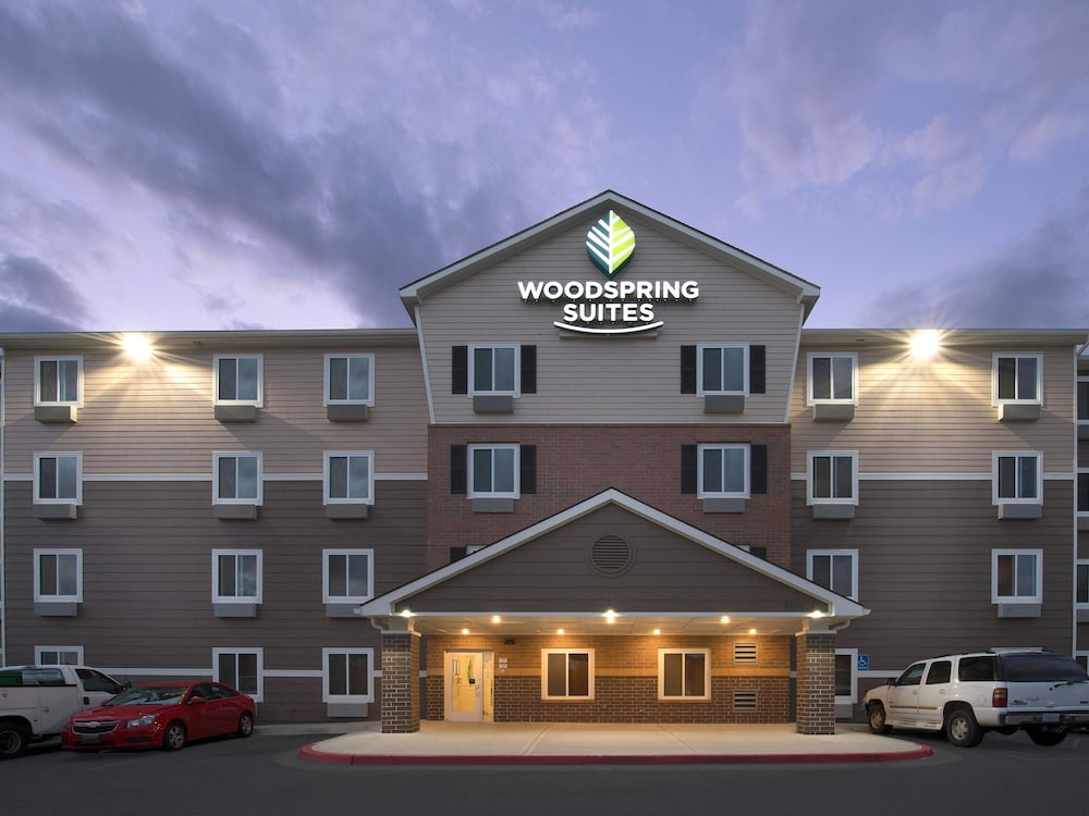 Front of Property - Evening/Night, WoodSpring Suites Kansas City Stadium