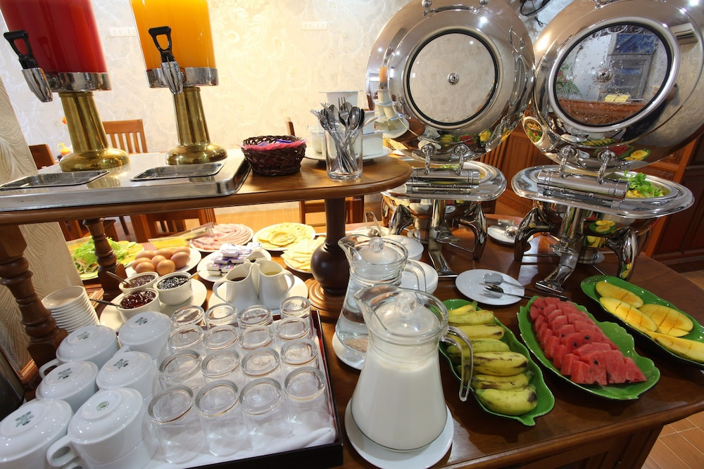 Breakfast buffet, Hoi An River Palm Hotel