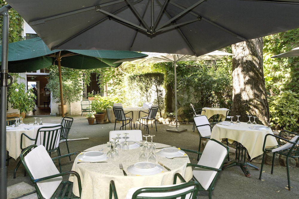 Dining : Outdoor Dining 1 of 48