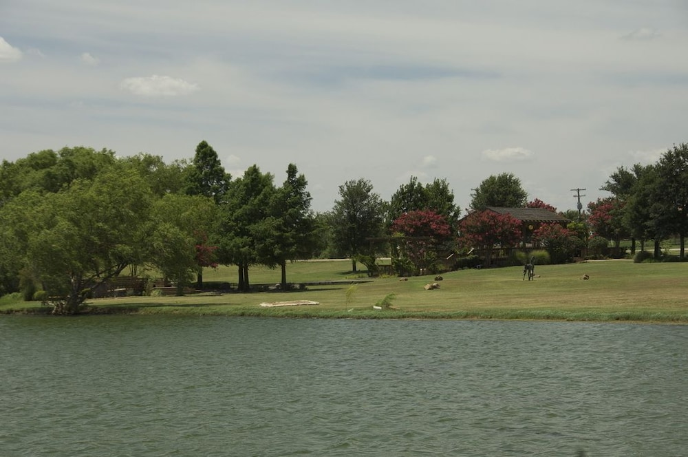 Lake, Beaumont Ranch
