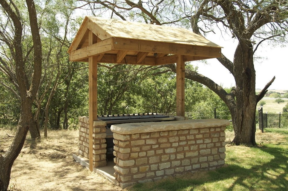 BBQ/Picnic Area, Beaumont Ranch