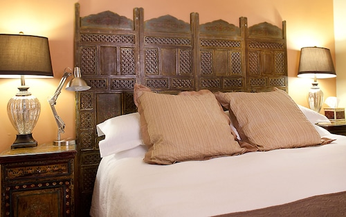Great Place to stay Casa de Tres Lunas near Santa Fe
