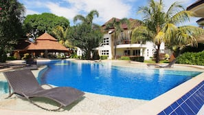3 outdoor pools, open 6:00 AM to 10:00 AM, pool loungers