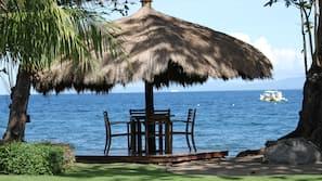 Ubicación a pie de playa, tumbonas, toallas de playa y bar en la playa