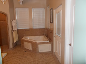 Luxury Suite, 1 King Bed, Jetted Tub (Stevenson Room) - Jetted Tub