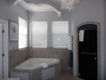 Romantic Suite, 1 King Bed, Jetted Tub (de la Mare) - Jetted Tub