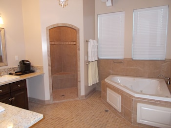 Luxury Suite, 1 King Bed, Jetted Tub (Stevenson Room) - Bathroom Shower