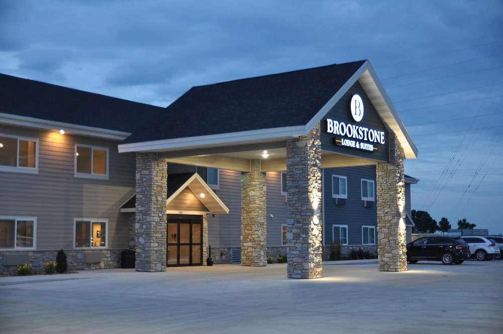 Front of Property - Evening/Night, Brookstone Lodge & Suites