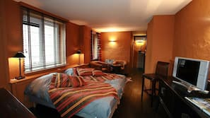 房內夾萬、設計自成一格、熨斗/熨衫板、嬰兒床 (收費)