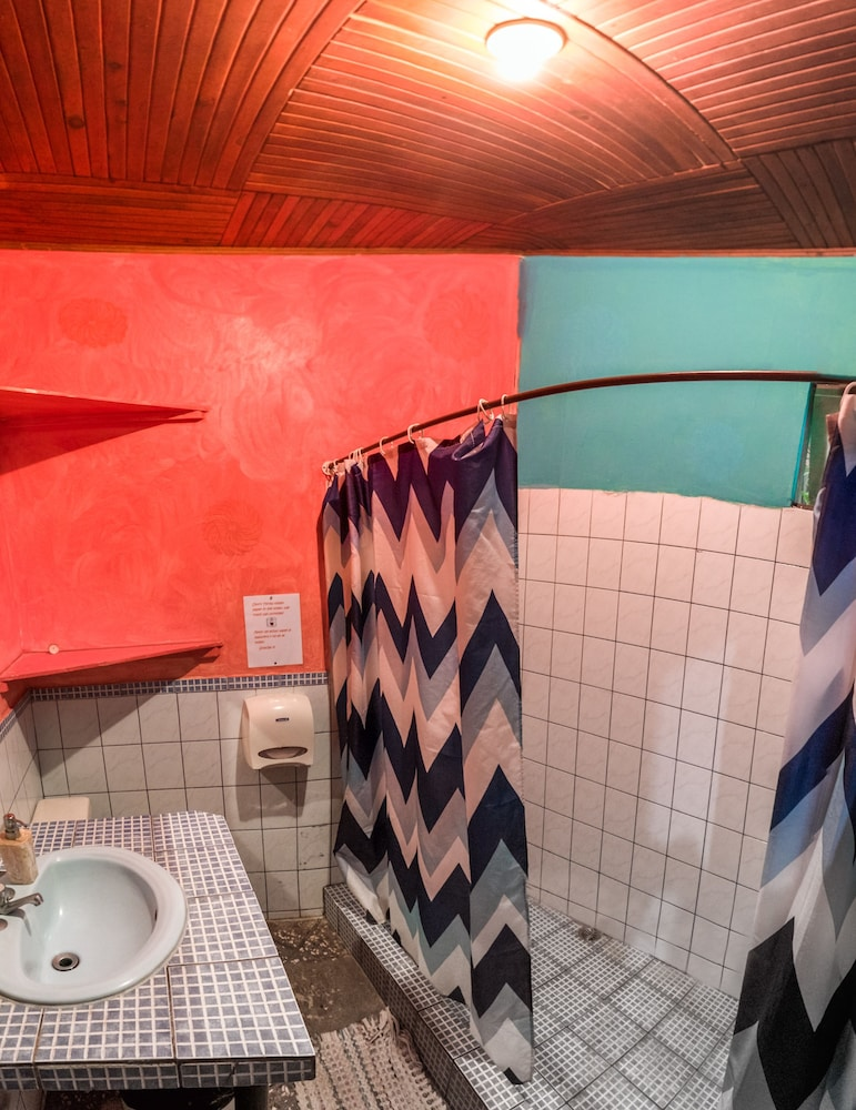 Bathroom, Pura Vida Hostel
