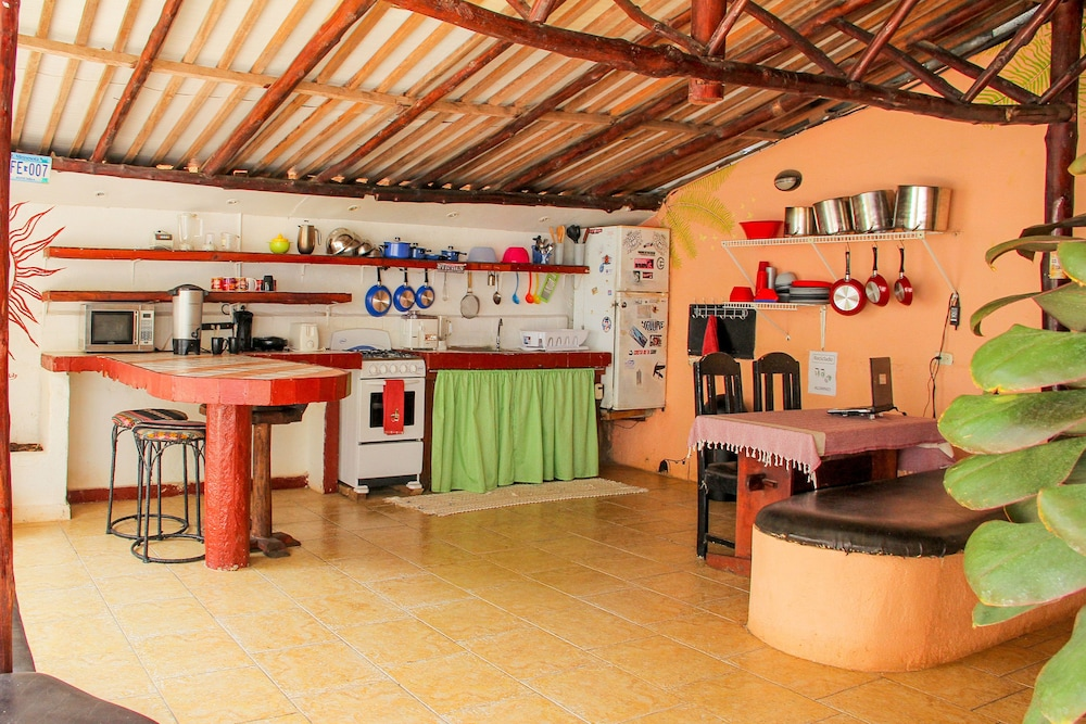 Shared Kitchen, Pura Vida Hostel