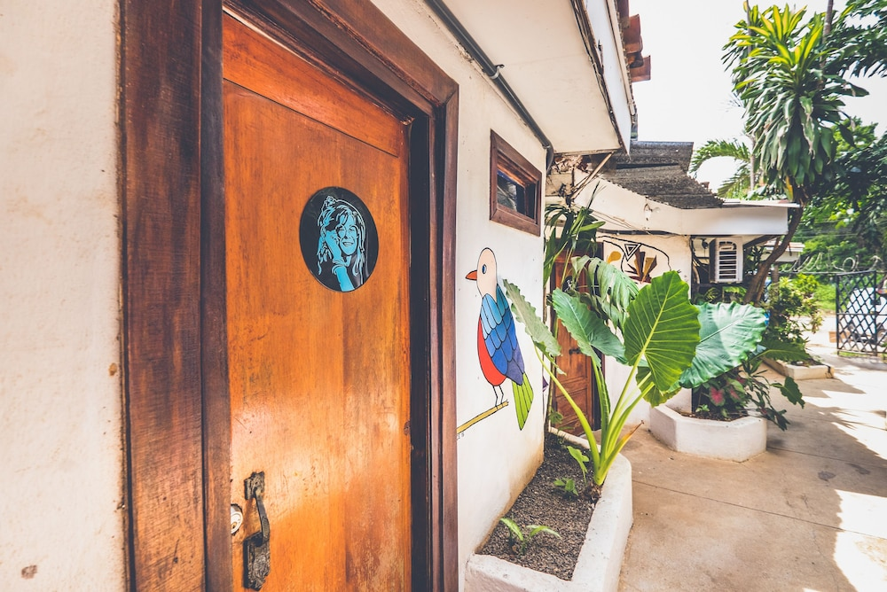 Property Entrance, Pura Vida Hostel