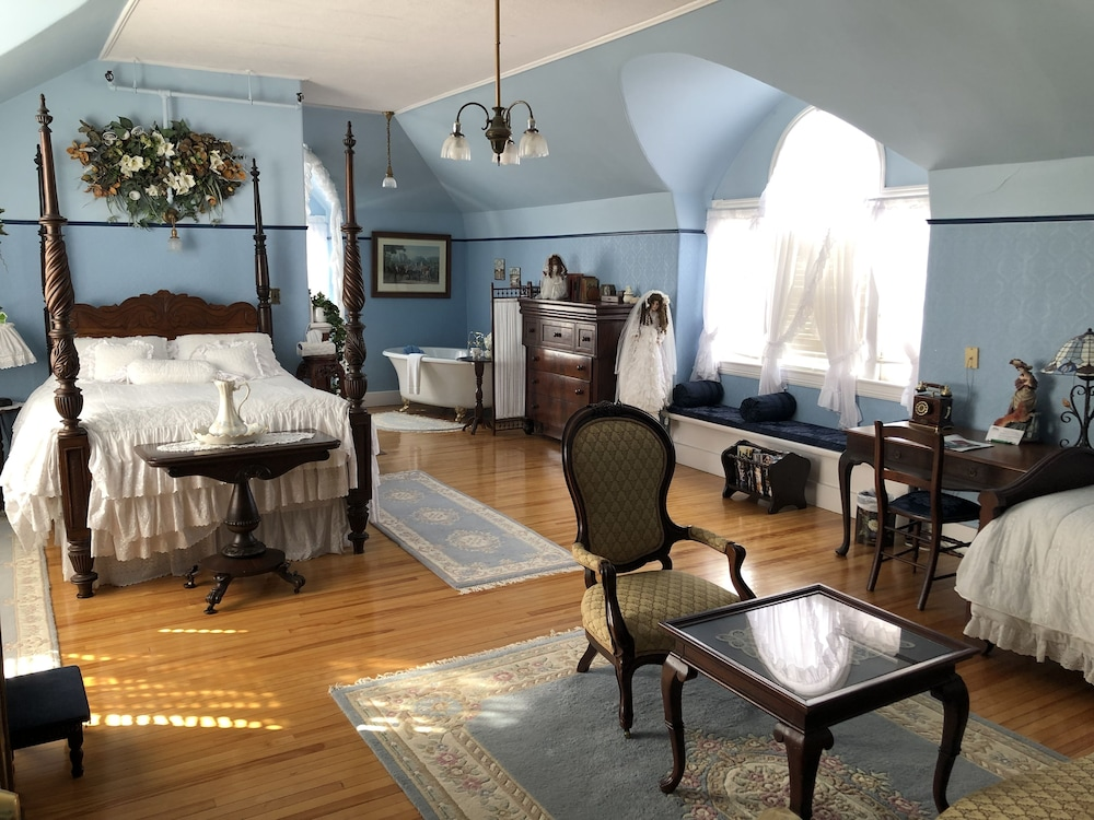 Room, Marshlands Inn