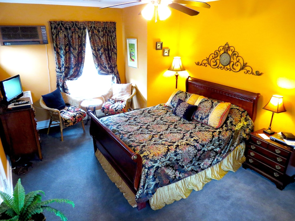 Room, Inn on Crescent Lake Bed and Breakfast