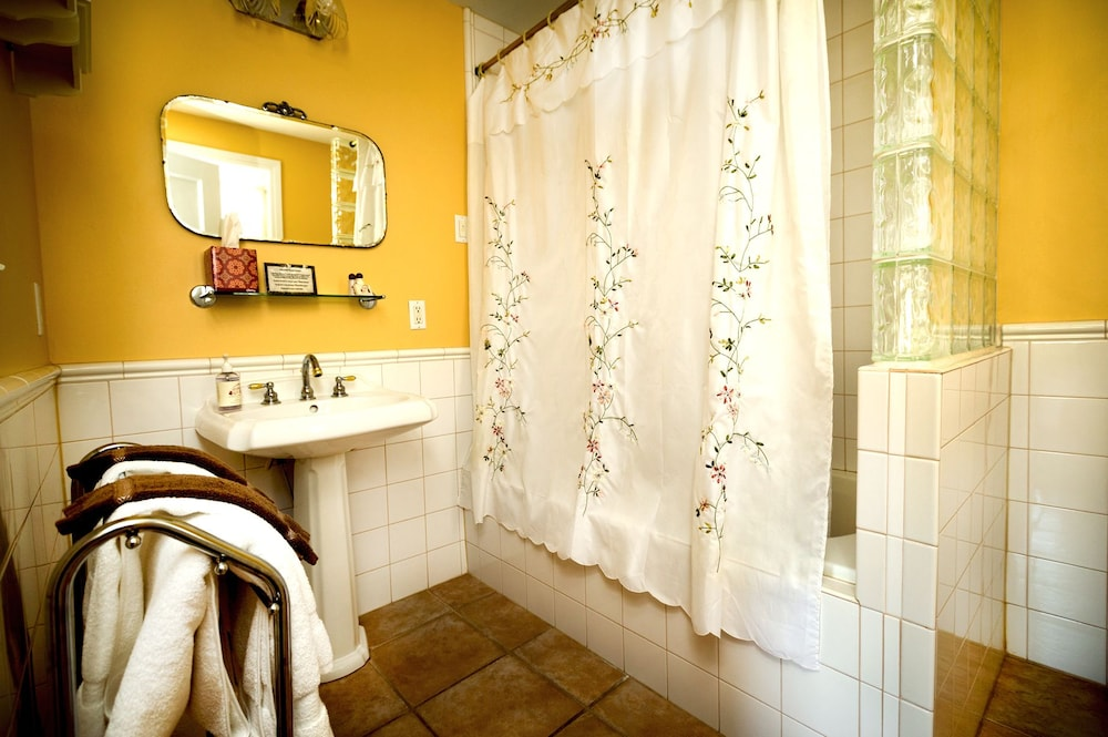 Bathroom, Inn on Crescent Lake Bed and Breakfast